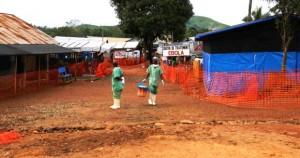 Face à la chute des cas d'Ebola, les centres de traitement réduisent leur capacité