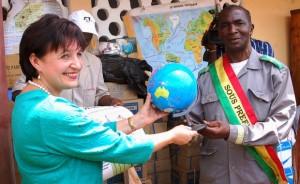 Kindia : Rusal-CBK fait un don de matériels didactiques et de kits scolaires aux élèves de Débélé carrefour