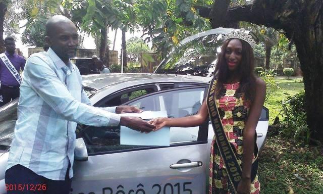 la ci s com offre officiellement une voiture la miss b r nationale 2015 conakryinfos. Black Bedroom Furniture Sets. Home Design Ideas