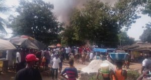 Un grave incendie ravage plusieurs concessions à Coronthie sans faire de victime humaine (photos)
