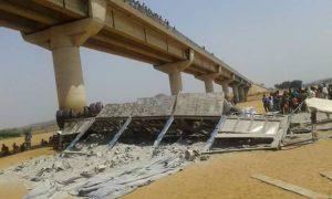 Kankan : Un camion-remorque tombe dans un pont et fait 4 morts à Djélibakoro (photos)