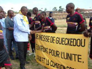Guéckedou : Un tournoi doté du trophée Marc Yombouno réconcilie les jeunes de la préfecture