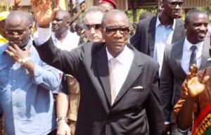 Le président Alpha Condé entouré de KPC et de l'artiste américain Akon, île de Kassa à Conakry.